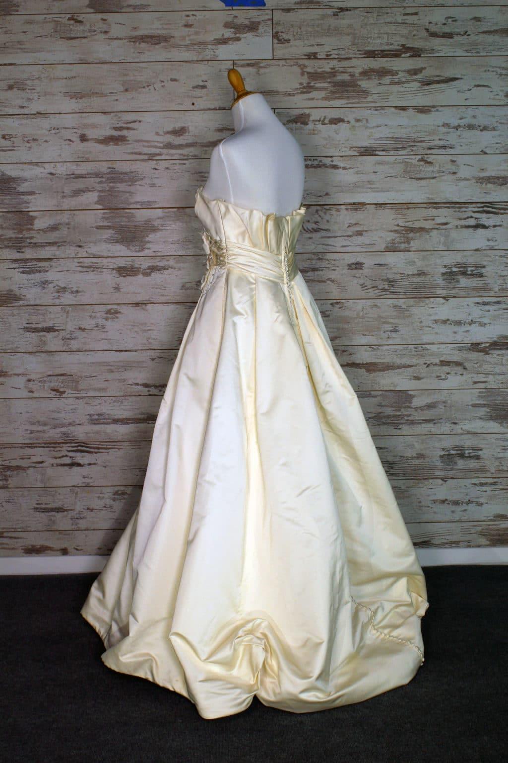 alvina valenta ball gown wedding dress ivory purchase designer wedding gowns online at brides against breast cancer