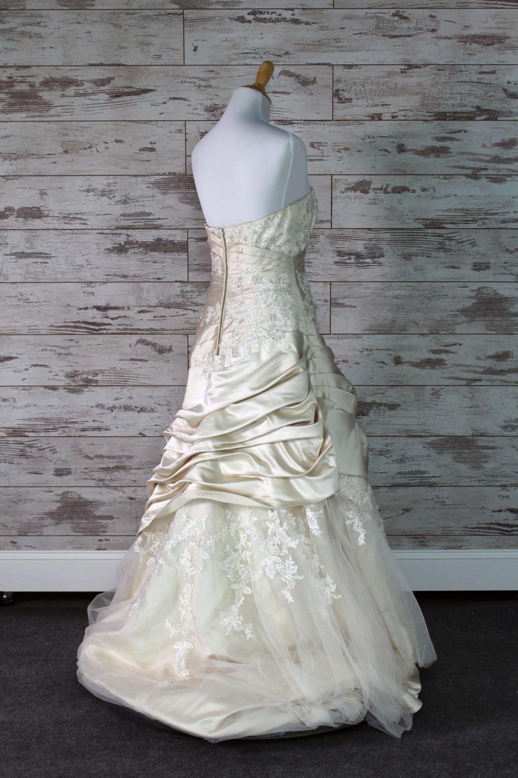 Alvina Valenta Strapless Wedding Dress Size