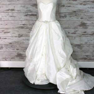 Maggie Sottero A-line Wedding Dress (Cream)