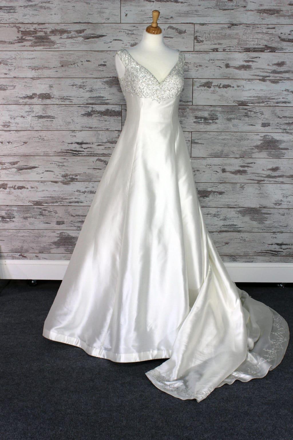 f0f41e5ce4236 Allure Bridals Queen Ann Wedding Dress Size 10