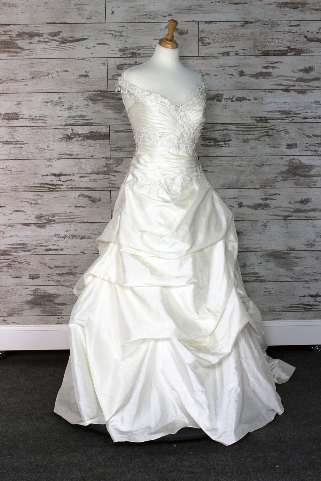 Buy a designer wedding dress at huge discount up to 80 off retail aire barcelona ball gown wedding dress ivory ombrellifo Image collections