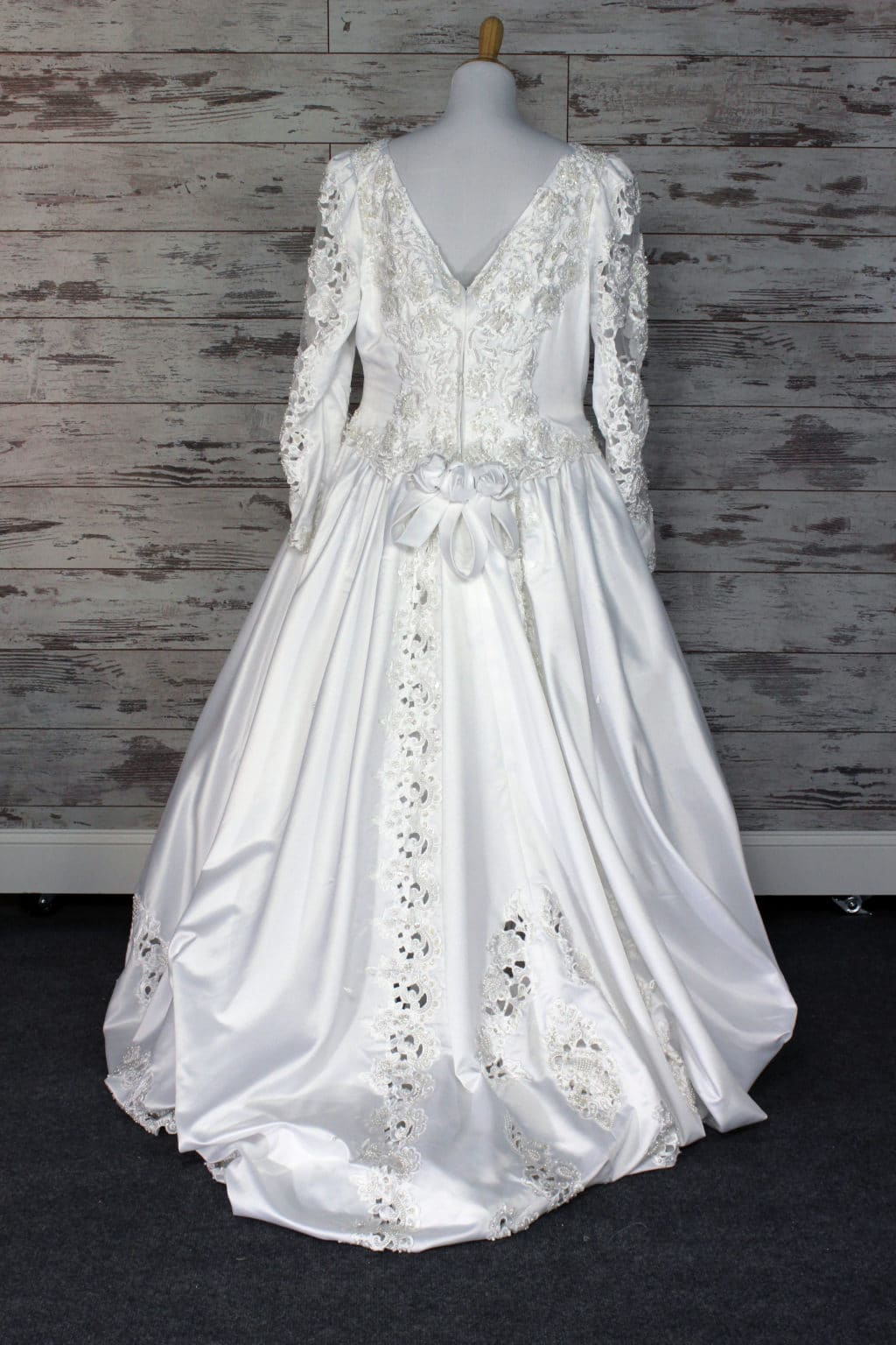 Alfred angelo ball gown wedding dress white size 20w for Angelo alfred wedding dresses