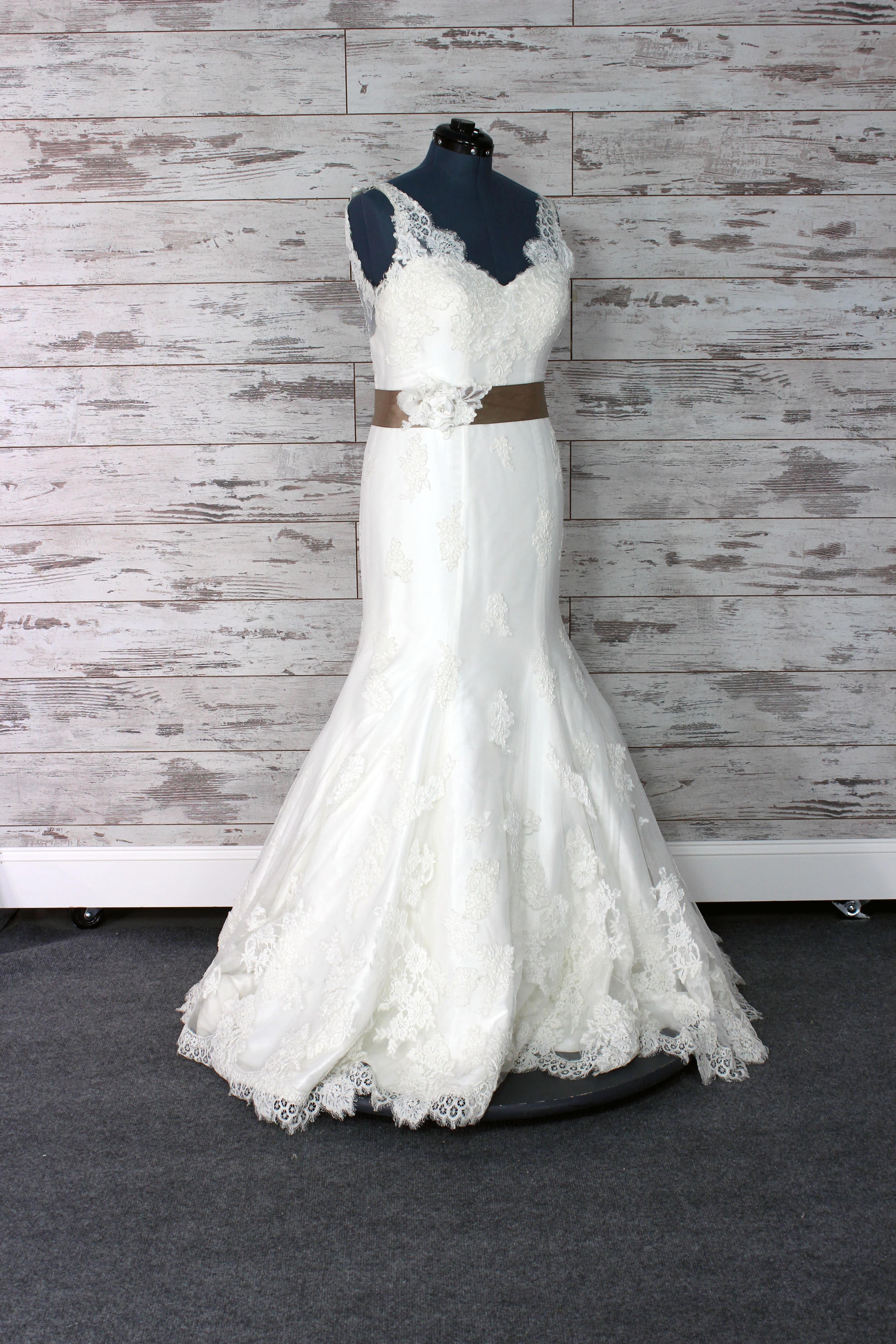 Essense Of Australia V Neck Wedding Dress Size