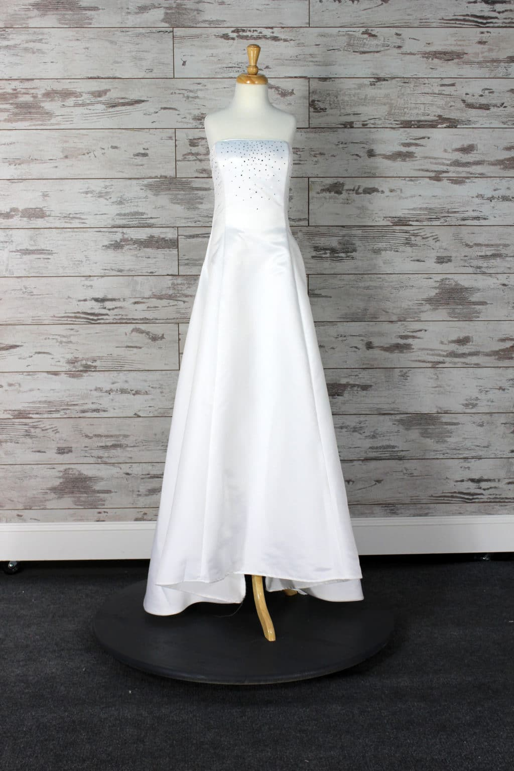 Jessica mcclintock a line wedding dress white size 6 for Jessica mcclintock wedding dresses outlet