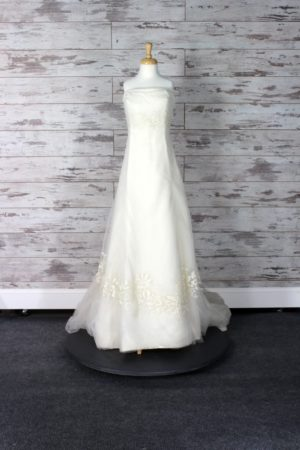 Vera Wang A-Line Wedding Dress