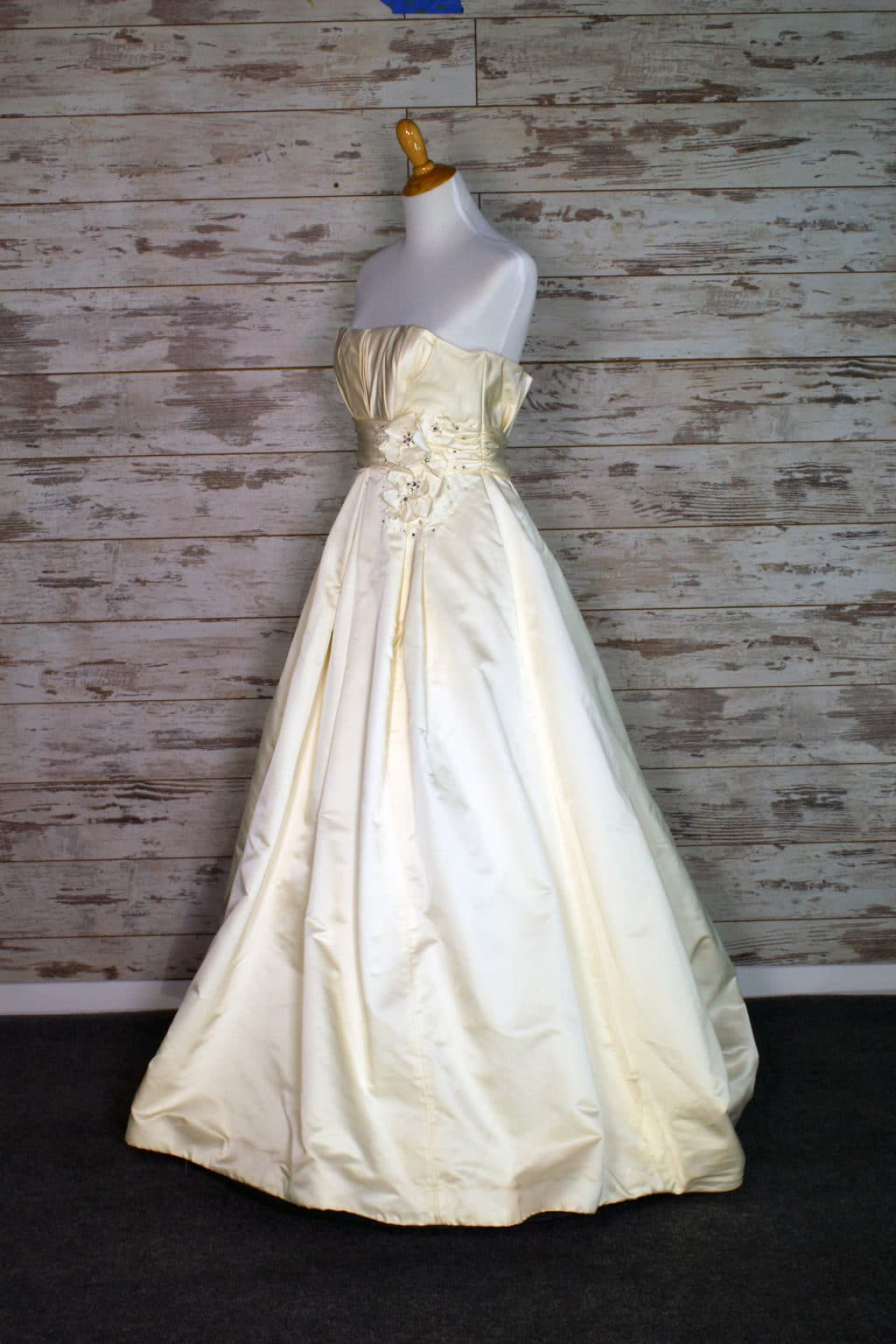 Alvina Valenta Strapless Wedding Dress Size 10
