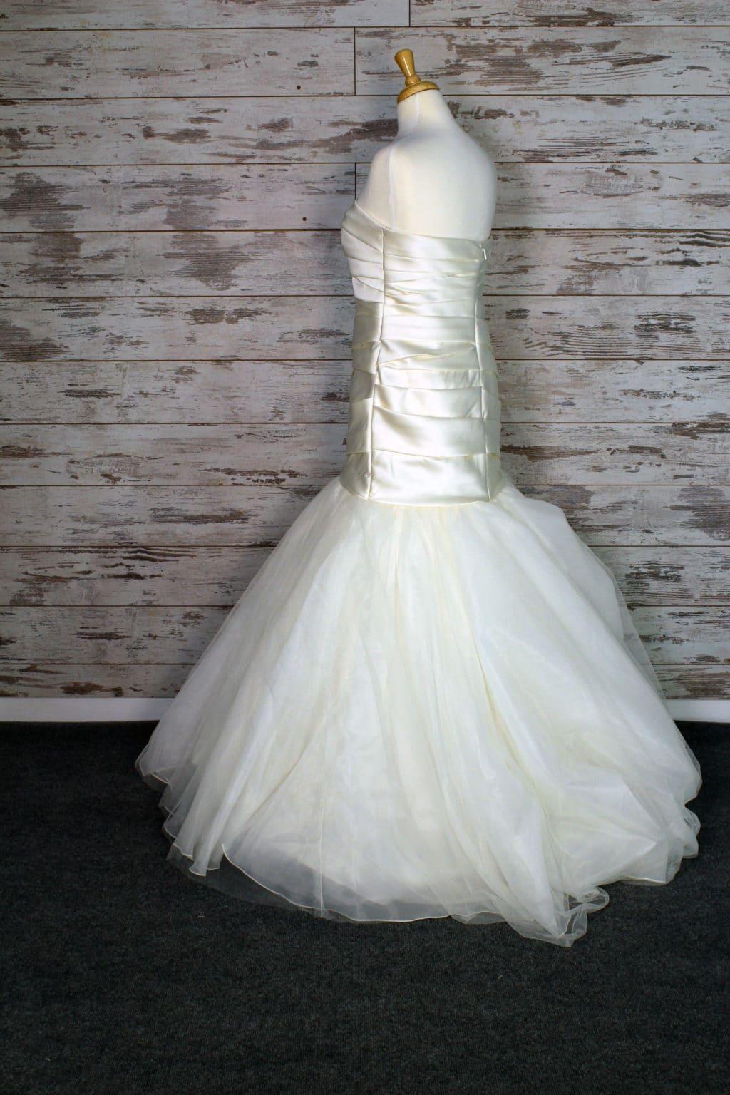 Vera Wang White Strapless Wedding Dress Size