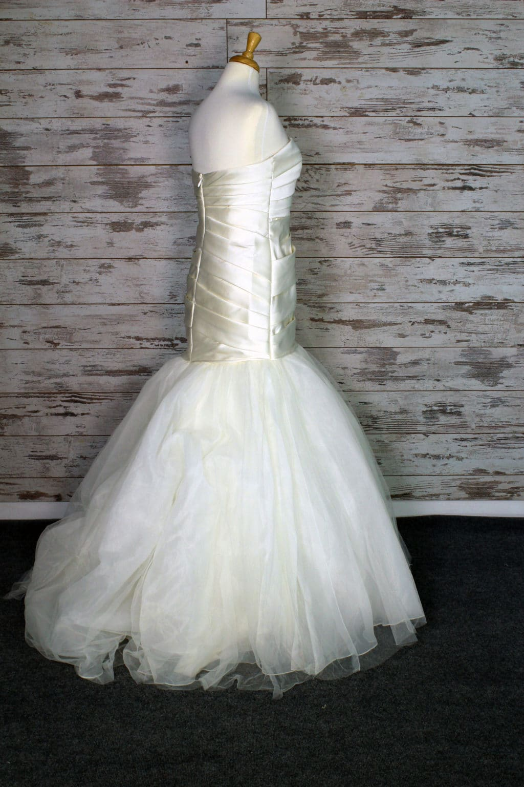 Vera Wang White Strapless Wedding Dress Size