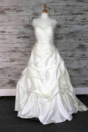 Aire Barcelona Ball Gown Wedding Dress (Ivory)