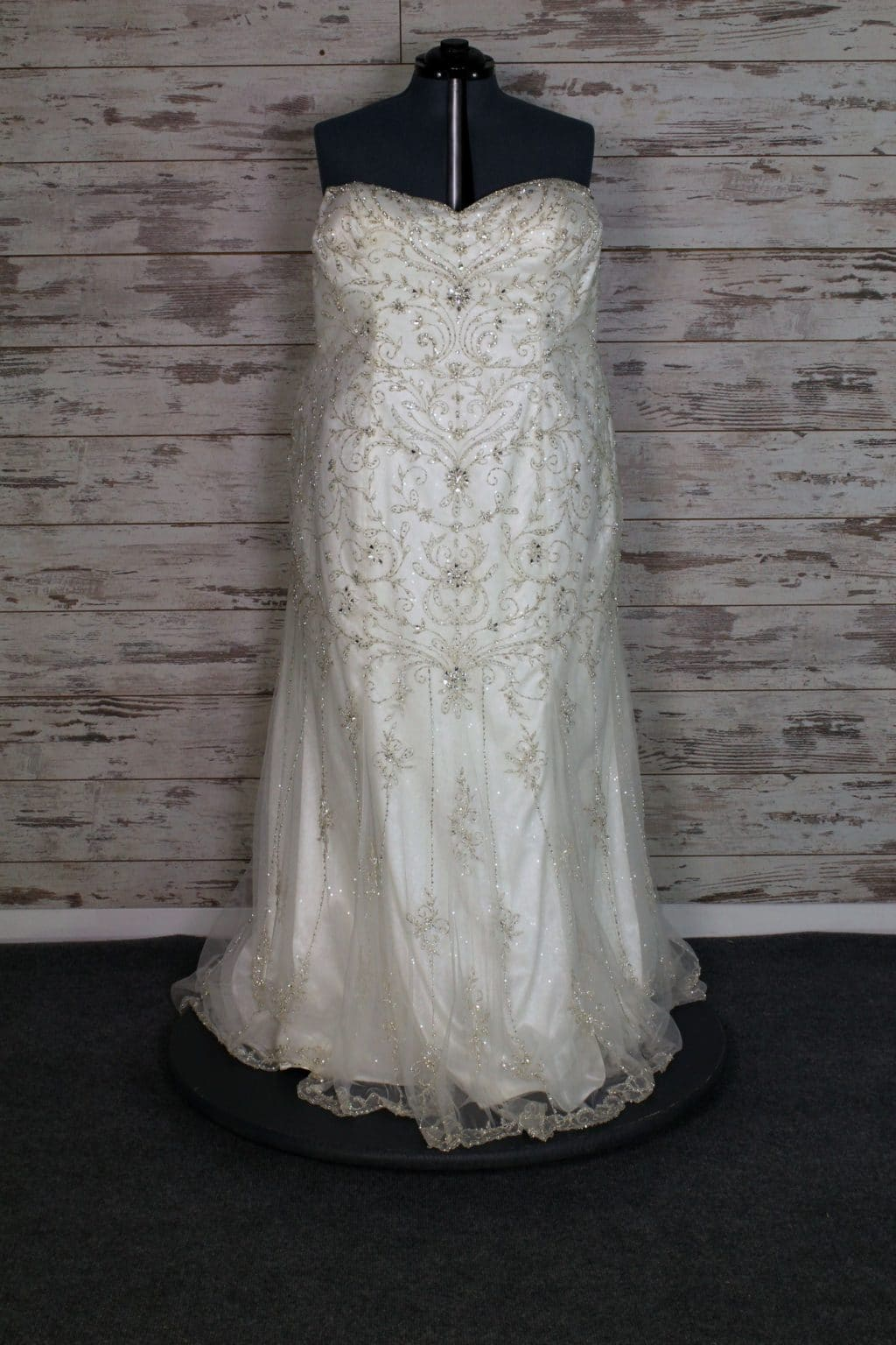 Maggie sottero sweetheart strapless wedding dress size 28 for Wedding dresses size 28