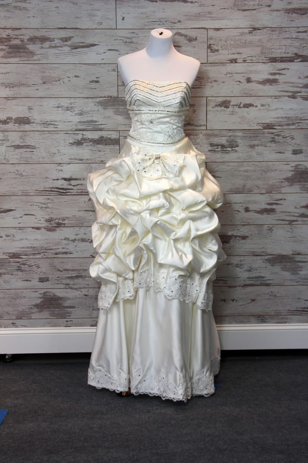 Private label ball gown wedding dress cream size 4 for Private label wedding dresses